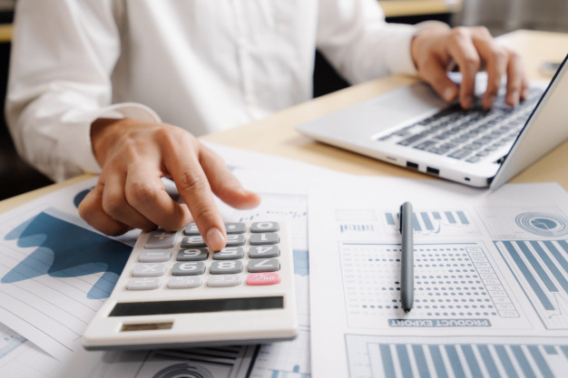 businessman-analyze-data-stock-market-research_31965-3388
